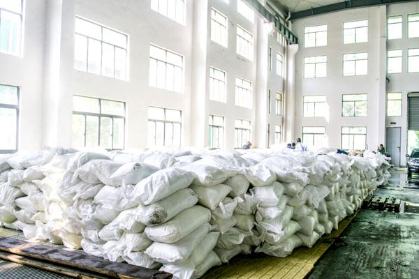 如何选择合格的结晶氯化铝生产厂家?